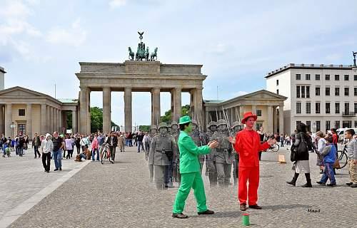 Click image for larger version.  Name:BerlinPariser99Platz.jpg Views:3 Size:196.4 KB ID:879675