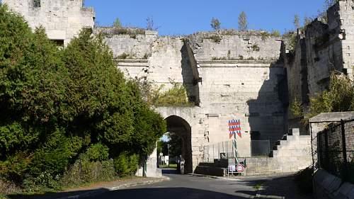 Click image for larger version.  Name:Porte_de_Laon_Coucy_le_Chateau_Auffrique.JPG Views:1 Size:144.1 KB ID:910719