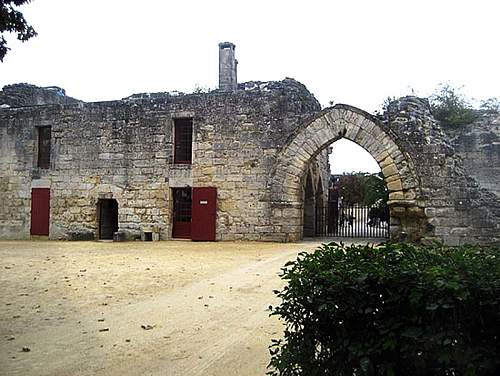 Click image for larger version.  Name:coucy-ruins-coucy-le-chateau-auffriqueb.jpg Views:1 Size:164.9 KB ID:911935