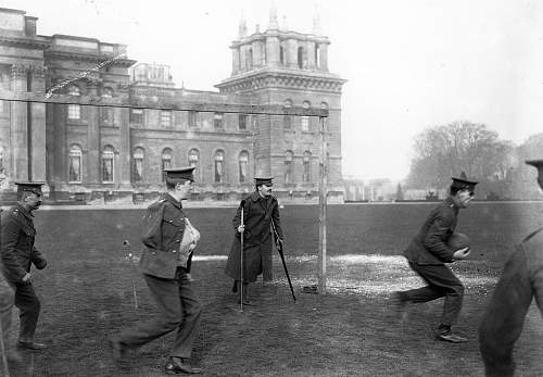 Click image for larger version.  Name:1916 wounded soldiers play football outside Blenheim Palace, Woodstock..jpg Views:0 Size:147.7 KB ID:914286