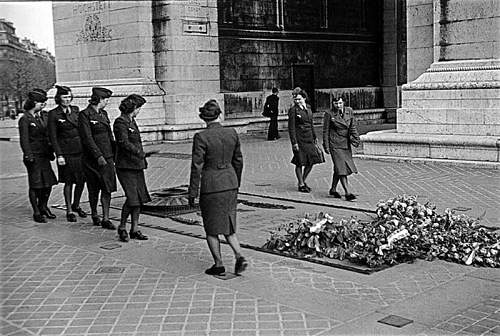Click image for larger version.  Name:The Unknown Soldier At The Base Of The Arc De Triomphe.jpg Views:2 Size:136.2 KB ID:916611