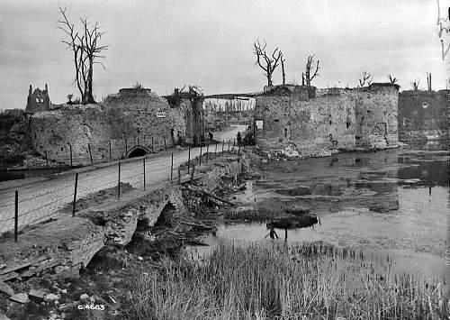 Click image for larger version.  Name:La Porte de Lille à Ypres, entre avril et mai 1919.jpg Views:0 Size:194.7 KB ID:953330