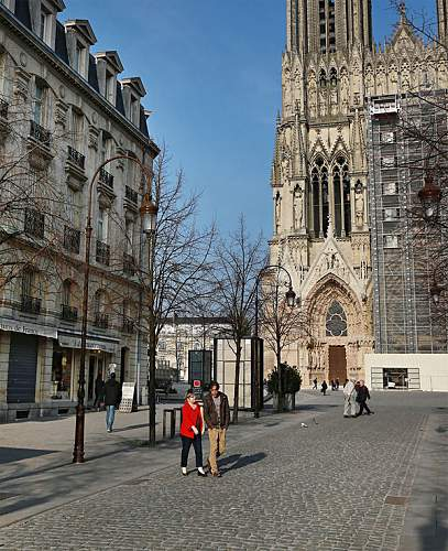 Click image for larger version.  Name:People-walk-near-Reims-Ca-001.jpg Views:0 Size:203.5 KB ID:953342