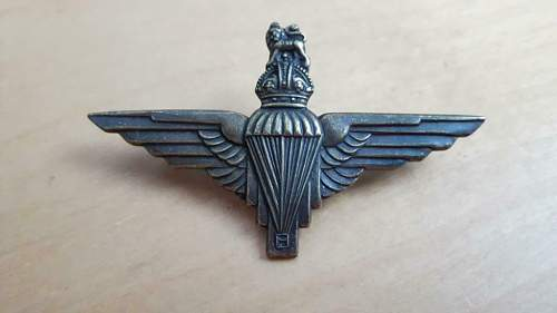 para cap badge