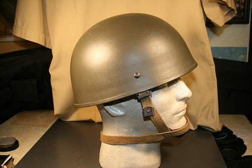 A paratrooper helmet dated 1972, but which country? Help please