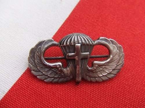 ww2 Chaplain airborne wings?