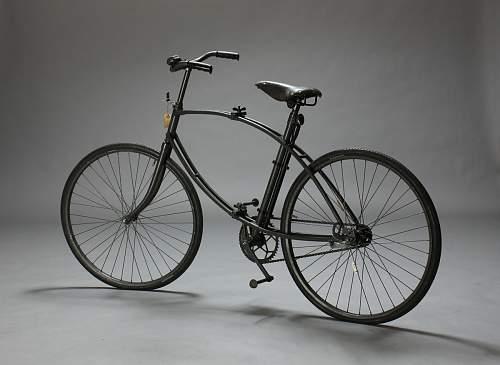 Bicycle, parachuter?