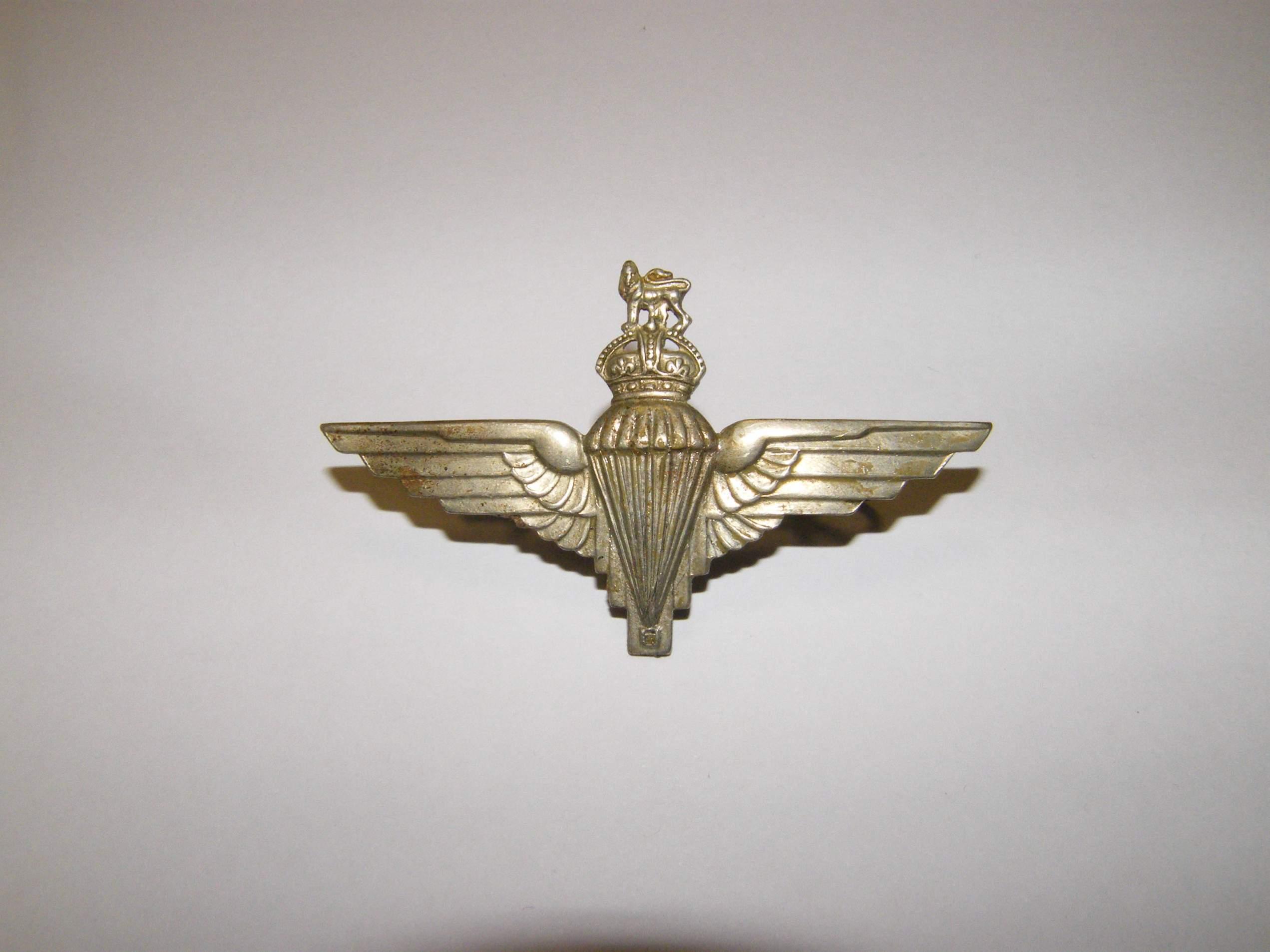 Para regiment cap badge clarification