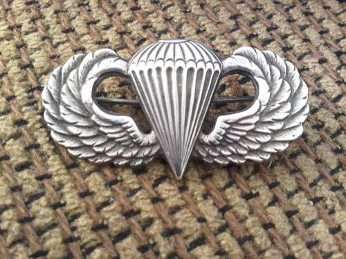 Looking for some opinions on this paratrooper wing badge.