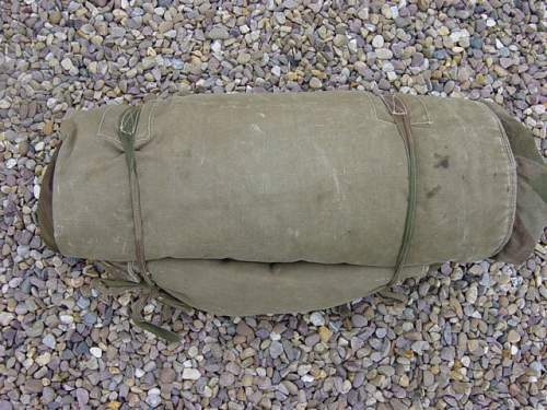 Click image for larger version.  Name:Airborne sleeping bag rolled up..jpg Views:830 Size:150.9 KB ID:58982