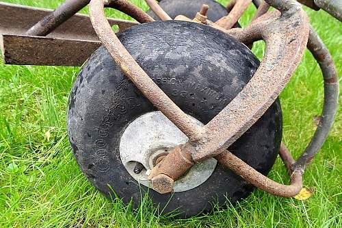 I.D. WW2 Tail wheels AHO and...WW2 Airfield Trolley adopted by RAF/Luftwaffe late war??