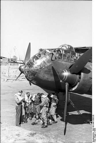 Click image for larger version.  Name:401px-Bundesarchiv_Bild_101I-497-3502-20,_Flugzeug_Junkers_Ju_188_vor_dem_Start.jpg Views:251 Size:37.7 KB ID:427954