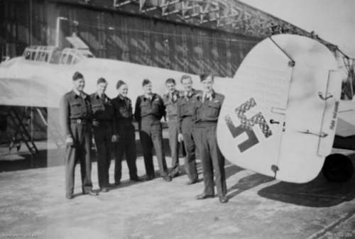 Click image for larger version.  Name:RAAF_462_Sqn_crew_with_Me_110_of_W_Schnaufer_1945.jpg Views:145 Size:111.3 KB ID:853047