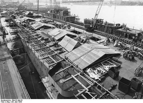Bundesarchiv_RM_25_Bild-33%252C_Flugzeugtr%25C3%25A4ger_%2522Graf_Zeppelin%2522%252C_Bau.jpg