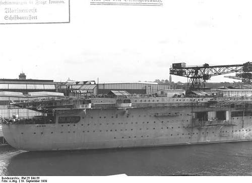 Bundesarchiv_RM_25_Bild-56%252C_Flugzeugtr%25C3%25A4ger_%2522Graf_Zeppelin%2522%252C_Bau.jpg