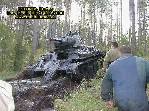 2002-09-14-Estonia-Kurtna_tank_T-34_11.jpg