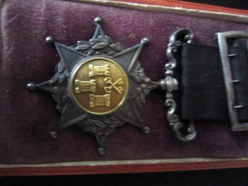 Possible Spanish Medal Identifacation help needed!!