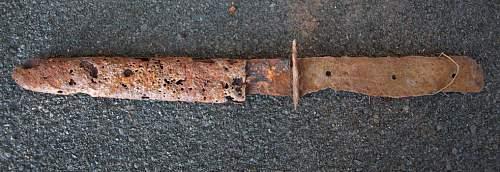 a ground dug kampfmesser !