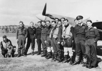 457_Sqn_RAAF_pilots_1942.jpg