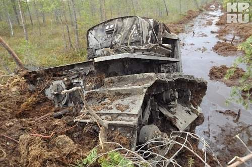 """Recovery of """"stalinets"""" artillery tractor"""