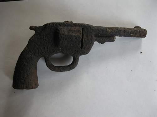relic cap gun 002.jpg