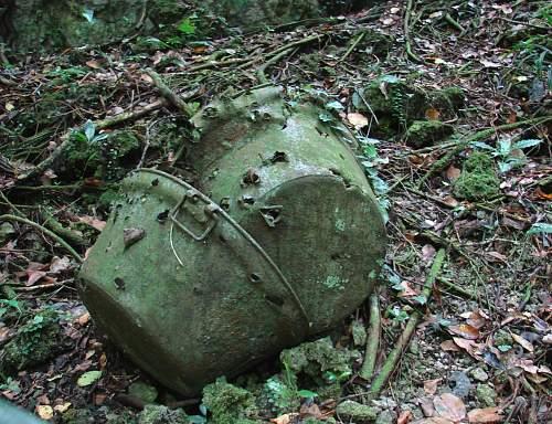 13 - Japanese rice pots with srhapnel damage DSC01643.jpg