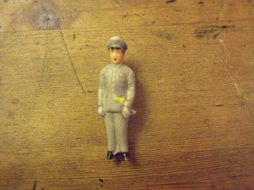 Two porcelain soldier pins