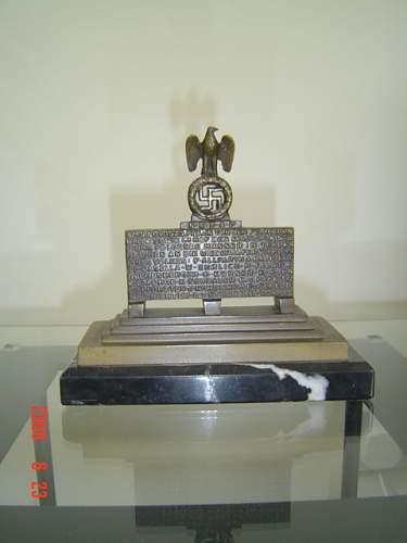 Click image for larger version.  Name:Feldherrnhalle Monument.jpg Views:324 Size:140.5 KB ID:29107