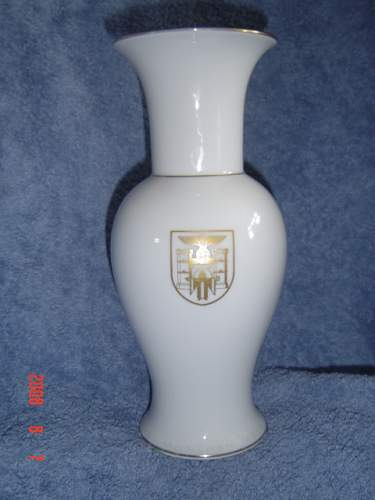 Click image for larger version.  Name:allach rosenthal vase.jpg Views:106 Size:135.0 KB ID:56893