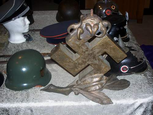 Click image for larger version.  Name:BRONZE SWASTIKA FRT on pool table.jpg Views:377 Size:92.0 KB ID:645115