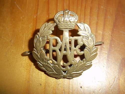 A few cap badges found in the attic:)