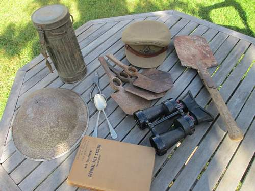 Box of Militaria from the Carboot this Morning !
