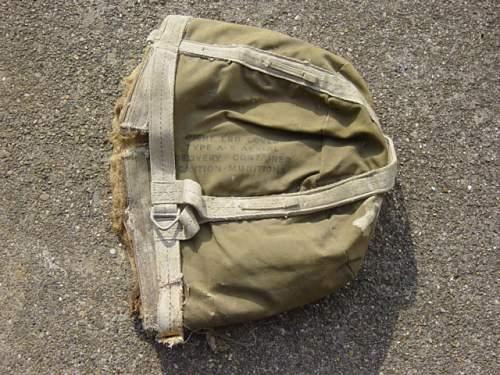 US Parapack drop valise from Bastogne..jpg