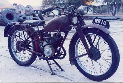 Hi can anyone identify this bike please is it a british para?