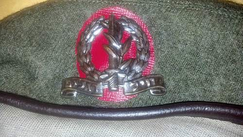 Click image for larger version.  Name:beret.jpg Views:7 Size:156.0 KB ID:900327
