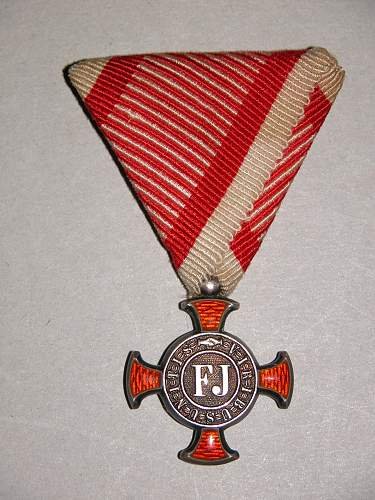 Click image for larger version.  Name:KuKmedals 002.jpg Views:319 Size:338.5 KB ID:577064