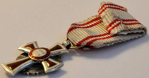 Miniature Red Cross Merit Award (2nd Class with War Decoration) - 1914 to 1919 issue.