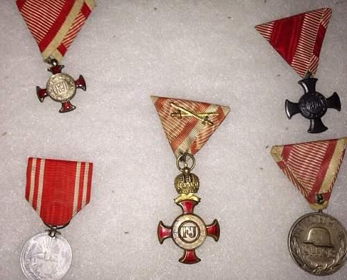 Golden Cross of Merit with Crown, on wartime ribbon with swords (Goldenes Verdienstkreuz mit Krone, am Kriegsband mit Schwertern) by Wilhelm Kunz of Vienna.