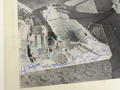 help on SIGNED PHOTO , NAMES PLEASE HARD TO MAKE OUT