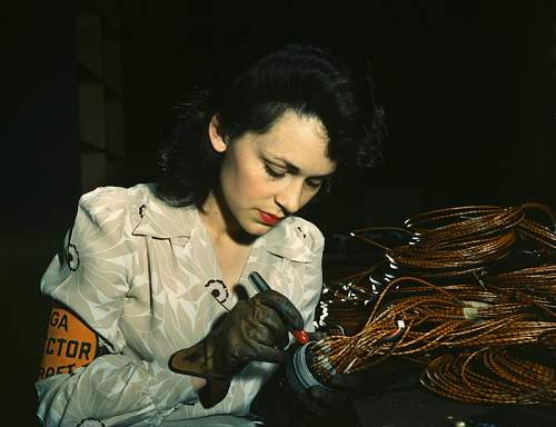 Click image for larger version.  Name:Wwii_woman_worker-edit WRF800.jpg Views:70 Size:42.7 KB ID:549858