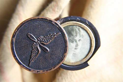 Click image for larger version.  Name:Aviation Collar Disc Locket (open) (Small).JPG Views:107 Size:50.2 KB ID:90521