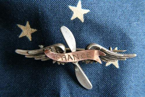 Click image for larger version.  Name:Aviator Pinback France Scroll (Small) (2).JPG Views:75 Size:72.9 KB ID:91862