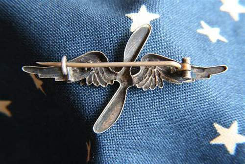 Click image for larger version.  Name:Aviator Pinback France Scroll (back) (Small).JPG Views:64 Size:68.3 KB ID:91863
