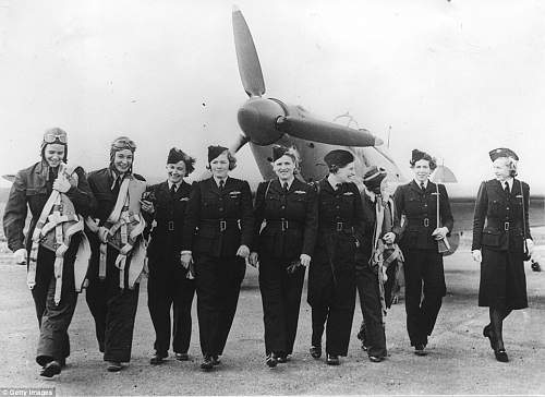 Click image for larger version.  Name:2B4663EE00000578-3194754-Important_work_A_group_of_British_and_American_fliers_pictured_a-a-45_1.jpg Views:25 Size:138.8 KB ID:981978