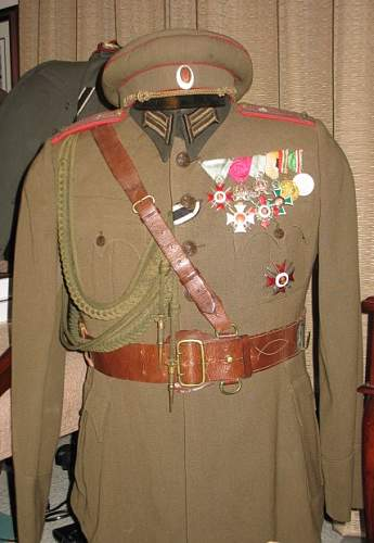 Click image for larger version.  Name:Arty Colonel with decorations.jpg Views:3239 Size:93.3 KB ID:244043