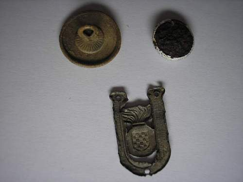 Croatian cap badges (and button)
