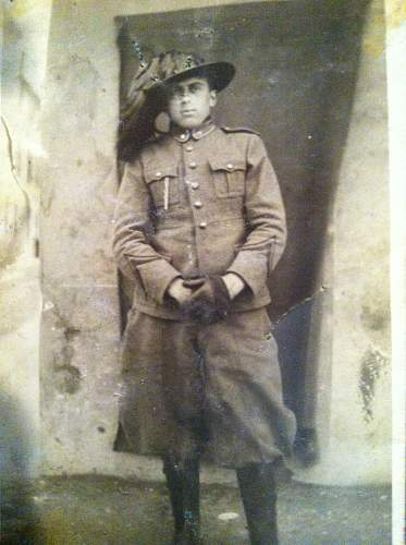 Click image for larger version.  Name:italian soldier ww2 013.jpg Views:113 Size:224.1 KB ID:441765