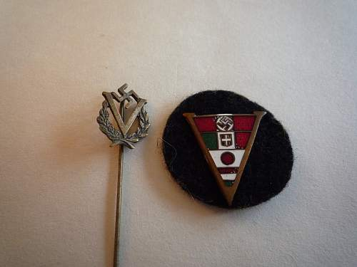 Axis Grouping with Stickpin and Cloth Badge