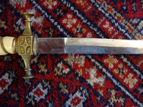 Can anyone ID this dagger?