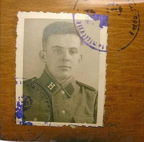 Hungarian SS button?